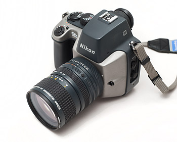 the history of nikon's first digital camera (qv 1000c