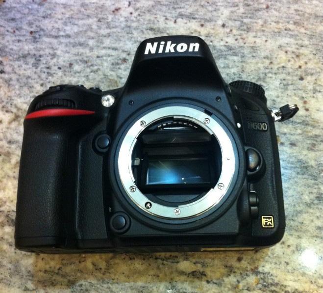 Фотография прототипа камеры Nikon D600