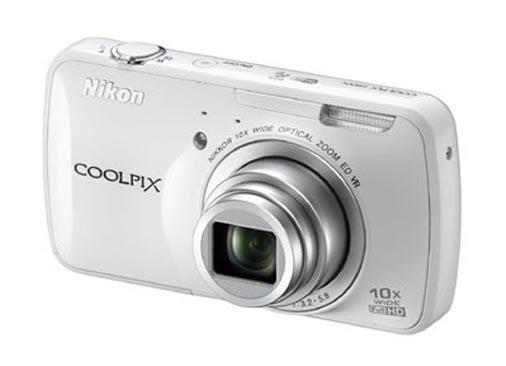 Nikon Coolpix 800c camera in white