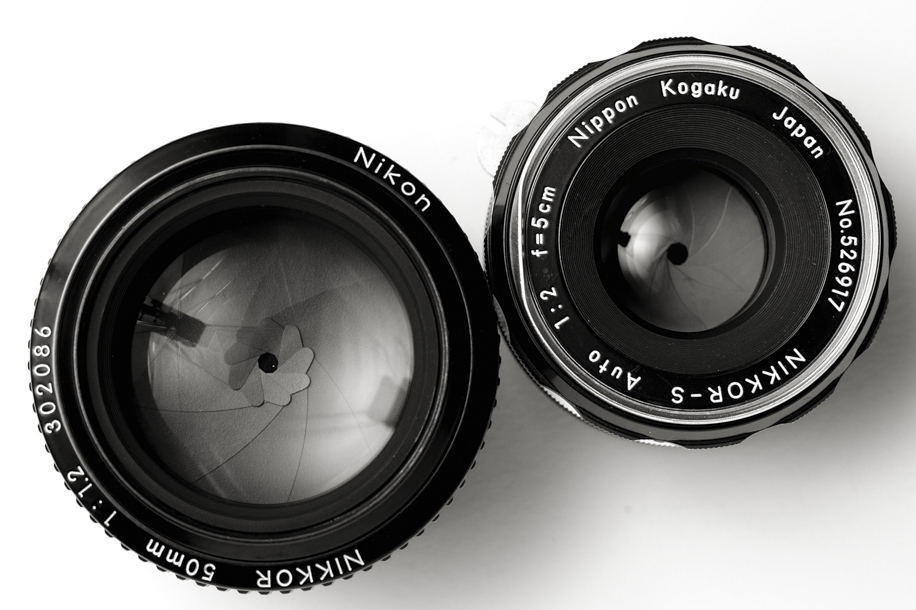 Notice the 9-bladed aperture on the 5cm; a unique point among slow 50s