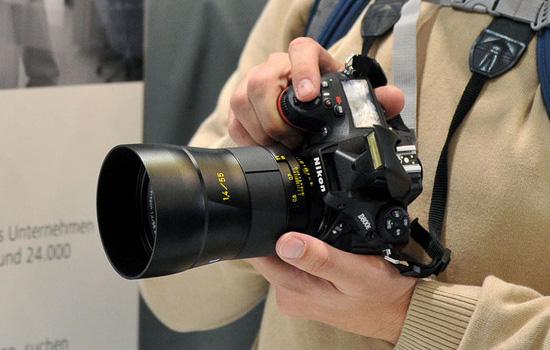 Carl-Zeiss-Distagon-55mm-f1.4-ZM-lens