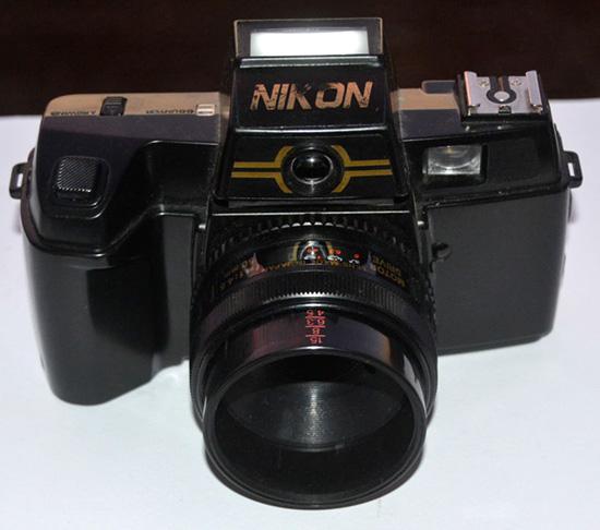 Nikon-2D-9000F-camera