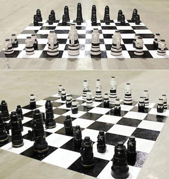 Nikon-vs.-Canon-lens-chess-set
