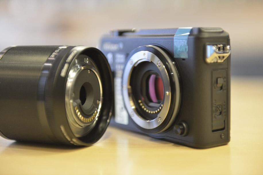Nikon 1 AW1 underwater camera 3