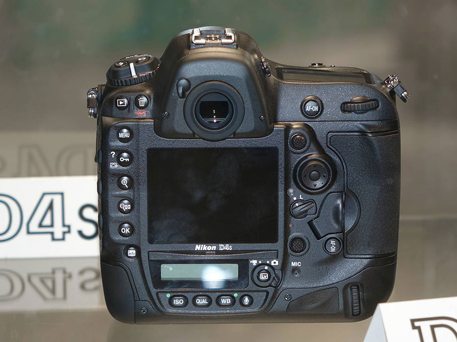Nikon-D4s-camera-back-view
