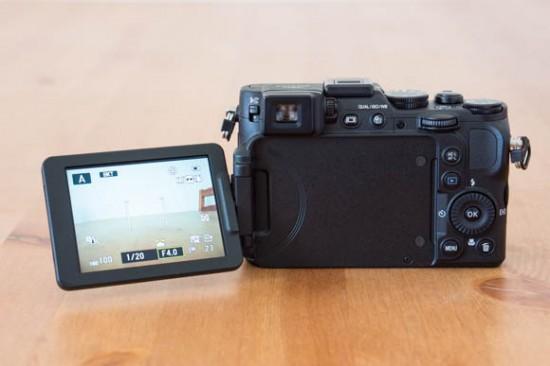 Nikon-Coolpix-P7800-Back