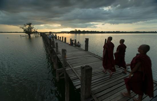 Amarapura, Myanmar – U Bein Bridge