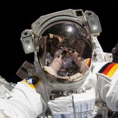 ISS-astronauts-takes-a-Nikon-D2Xs-camera-on-a-spacewalk