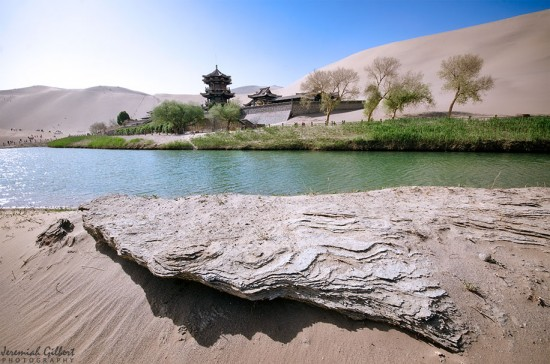 02_Dunhuang_Crescent_Lake