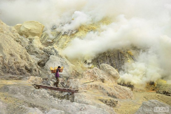 David-Lazar_Ijen-Volcano-East-Java_Sulfur-Miner