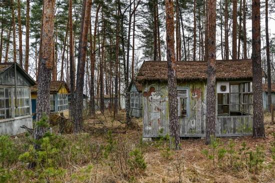 13-Emerald-huts