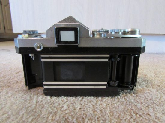 Nikon F camera with cloth shutter curtain1