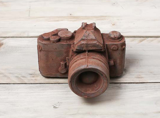 vintage-nikon-camera-made-of-chocolate