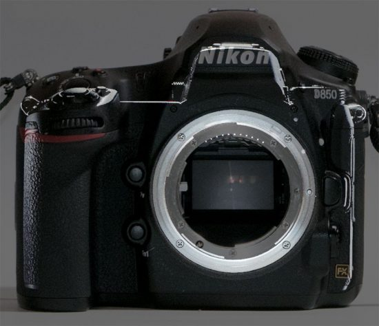Nikon mirrorless camera compared with D850 © Issy Nomura