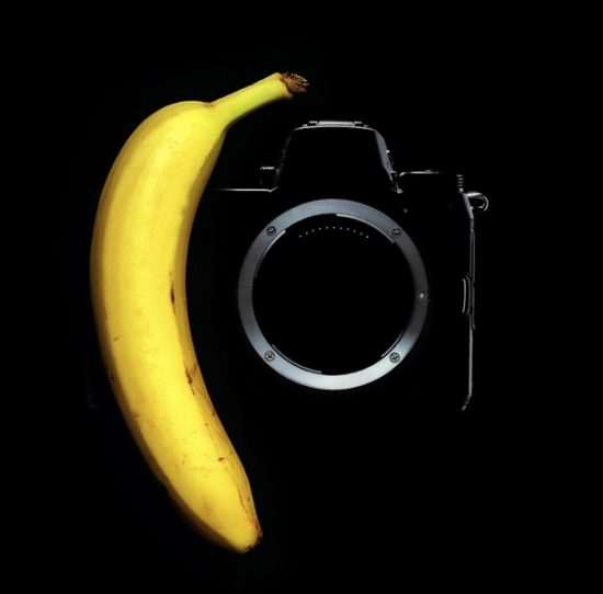 Nikon mirrorless camera compared with banana © FWouter Anquer