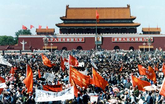 Student protesters supporting hunger strikers at Tiananmen Square in mid-May, 1989. Photo by Terril Jones.