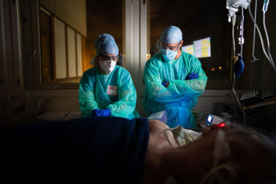 The new frontline: Night shift in a SARS-Covid-19 ICU, Switzerland April 2020 / Z6, 24mm, f1.8, ISO 9000