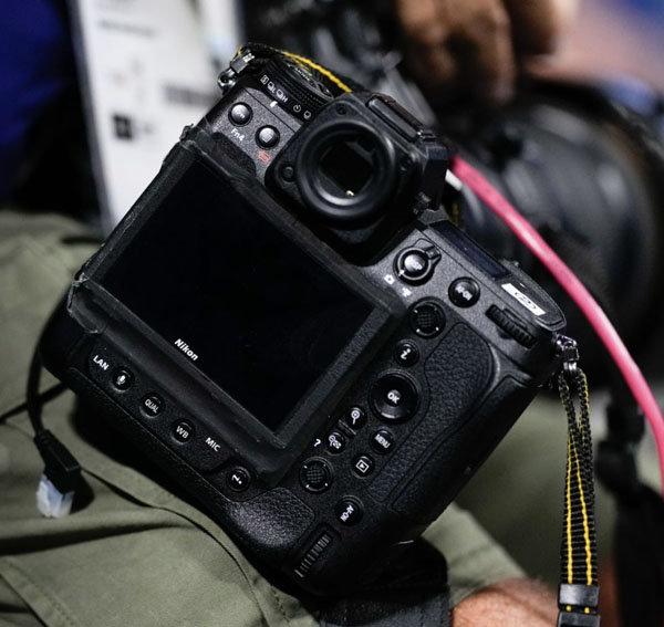 Prime immagini del retro della fotocamera Nikon Z9